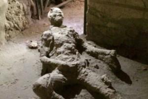 La mummia che si masturba: il mistero dell'uomo di Pompei.